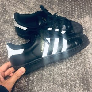 🤩Adidas Superstar Black and white shell toe 🤩